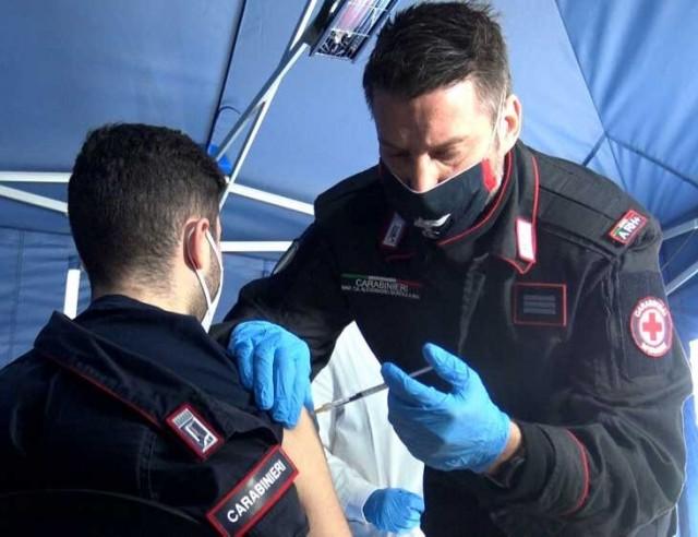 Primi carabinieri vaccinati